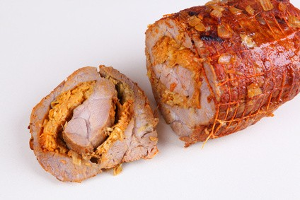 Rollbraten mit Zwiebel-Rauchfleisch-Füllung: